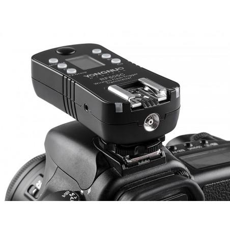 Zestaw dwóch wyzwalaczy radiowych Yongnuo RF605N do Nikon zamocowany na aparacie