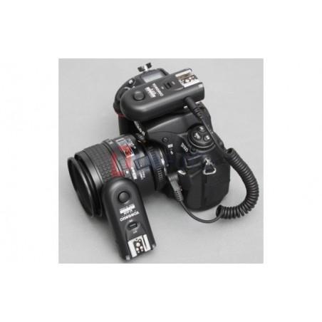 Zestaw dwóch wyzwalaczy radiowych Yongnuo RF603C II z kablem C1 do Canon z aparatem